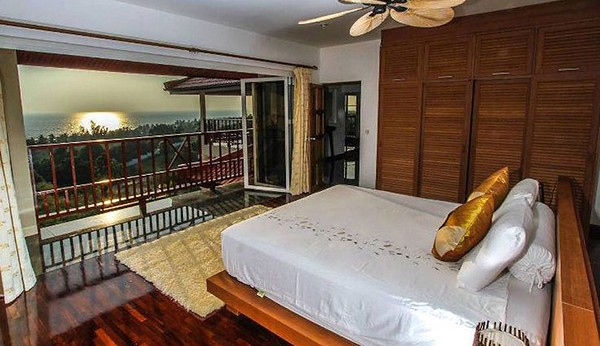 Villa Serena master bedroom with amazing sea view