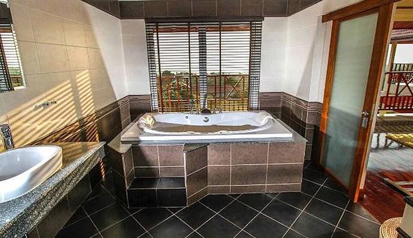 Villa Serena Bathroom