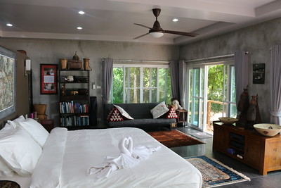Colugo: One Bedroom Seafront Villa, East Coast Koh Lanta, image copyright KoLanta.net