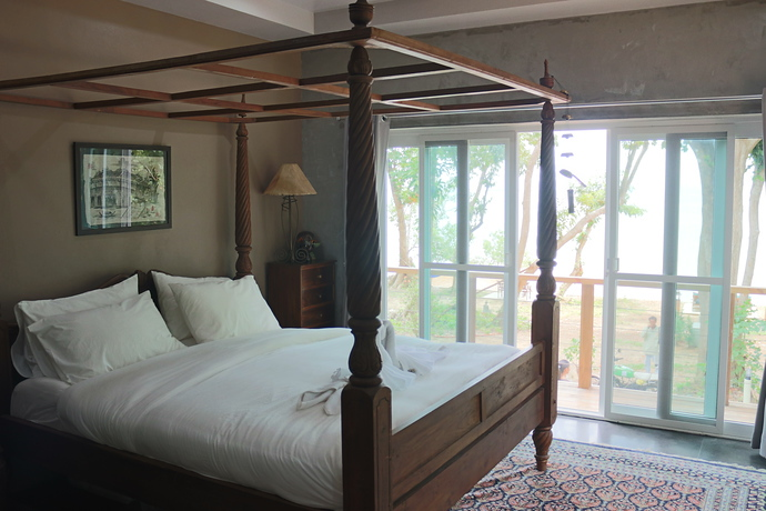 Master bedroom enjoy four poster bed and seaviews