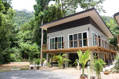 Villa Loris: Two Bedroom Seafront Villa, East Coast Ko Lanta, image copyright  KoLanta.net