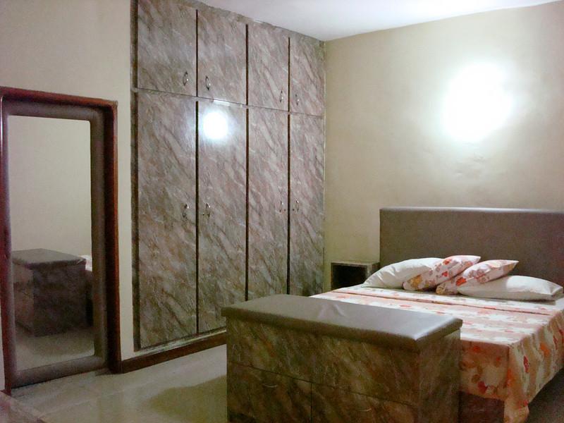 Chambre suite, Villa meublée climatisée avec la connexion internet haut débit 70 Euros par jour - 46000 F CFA par jour