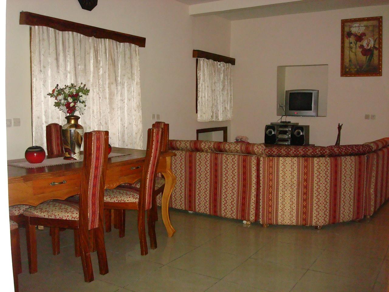 Séjour -Villa meublée climatisée avec la connexion internet haut débit 70 Euros par jour - 46000 F CFA par jour