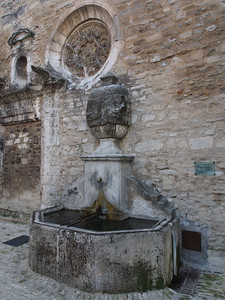 15th century Fontaine de la Sauvarede, Apt. Moved in 1660 to serve hospital.