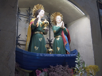 Sainte Marie Salome and Sainte Marie Jacobe arrived in Provence by boat in 46CE