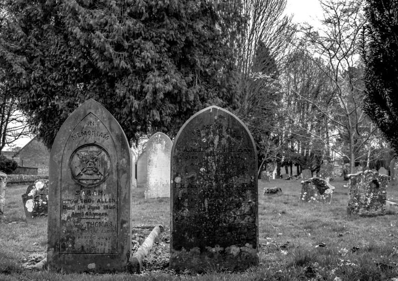 Hardingstone Churchyard in Winter