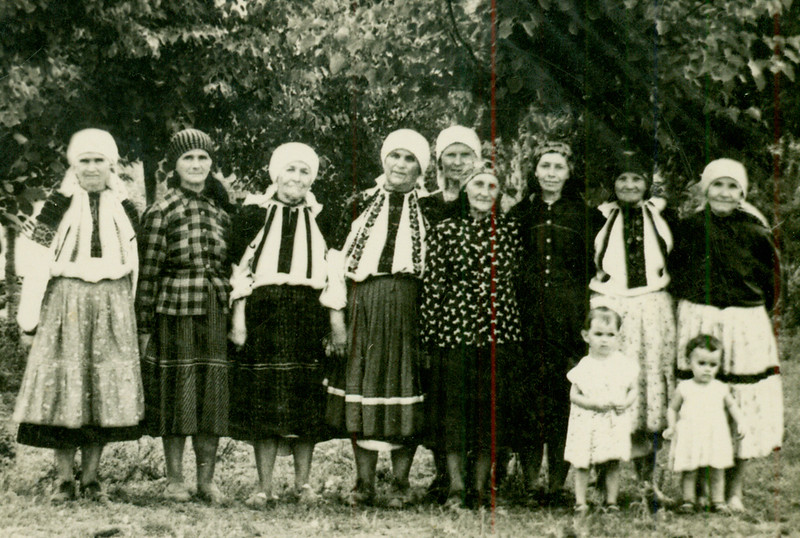 Напевне це родина Корнацьких або односельчанки