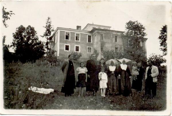 1944. Будинок для сиріт