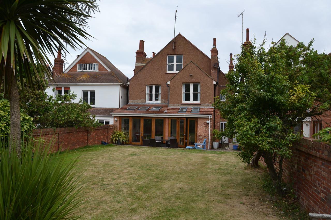No 9 Vallance Gardens - 13
