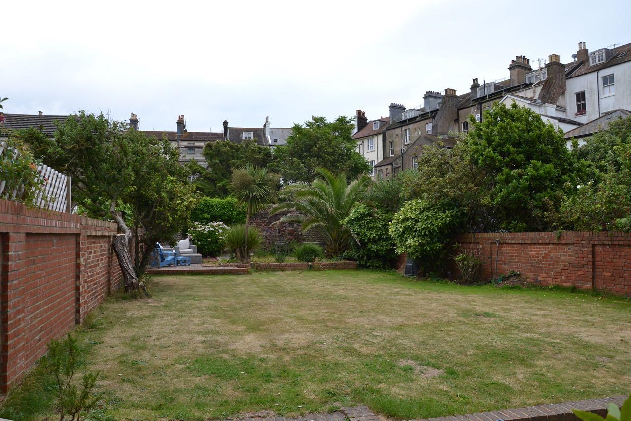 No 9 Vallance Gardens - 17