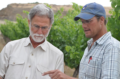 Bob Betz goes over vineyard notes with Todd Newhouse of Upland Vineyard