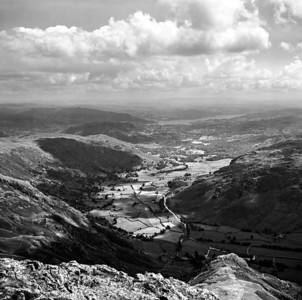 1977 : Great Langdale and Windermere from Tarn Crag