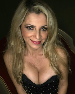 Model: Ana Trujillo Instagram:@rhythmiss1 Hair & Makeup: @rhythmiss1 Corsets: Cheri & Joany @ocwonderlandstudios Host: @davedoeppel Group @lapinupsevents #wonderlandcorsets #vintage #circus #lapinupsevents