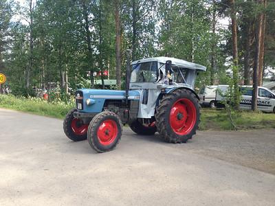 Oulainen Weteraanikonepäivät 2013 Tractor parade