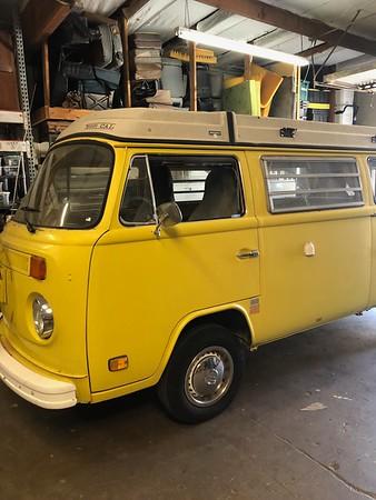 Bus Burndt Yellow
