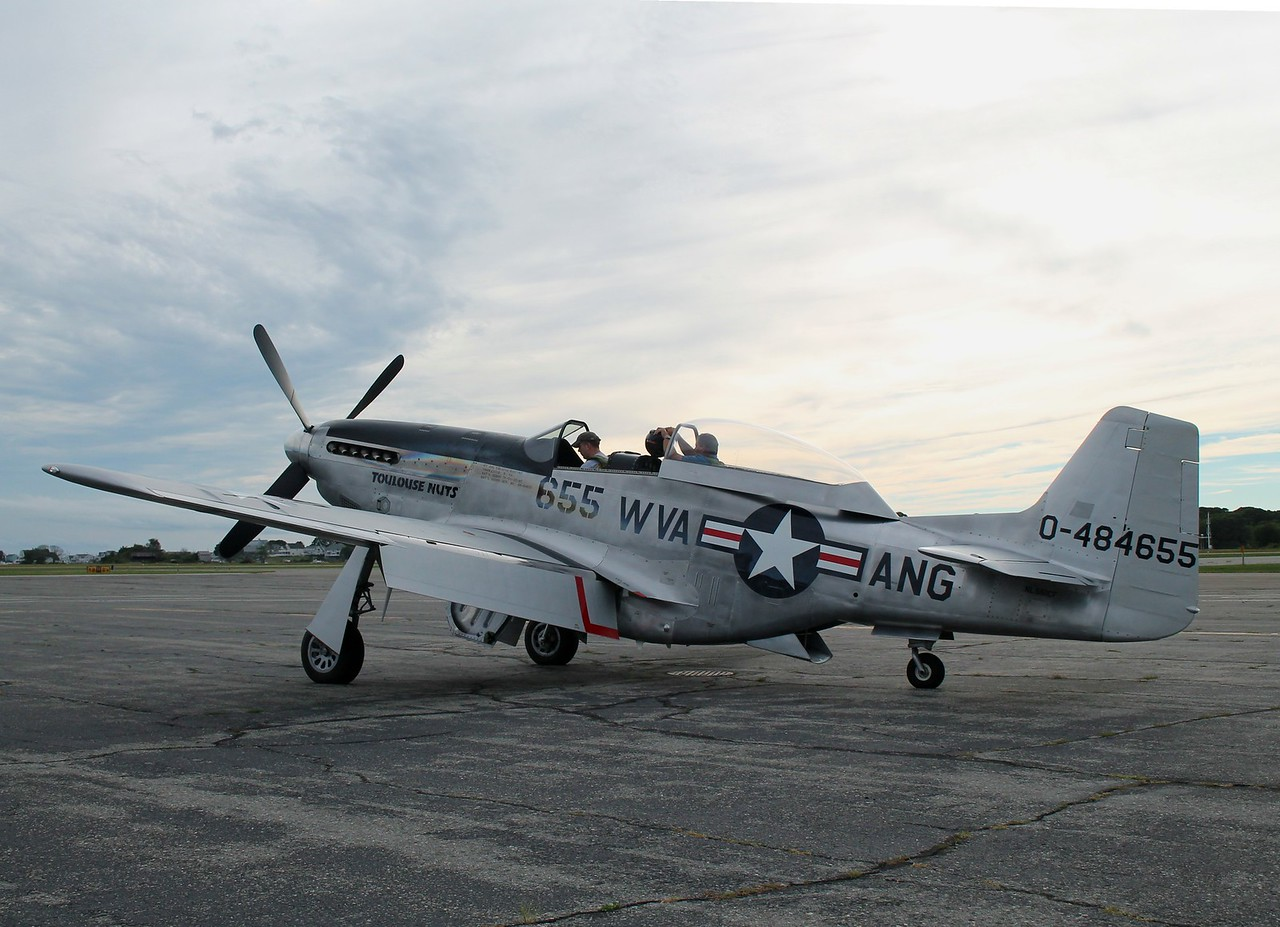 TF-51D 'Toulouse Nuts' [NL551CF] 44-84655