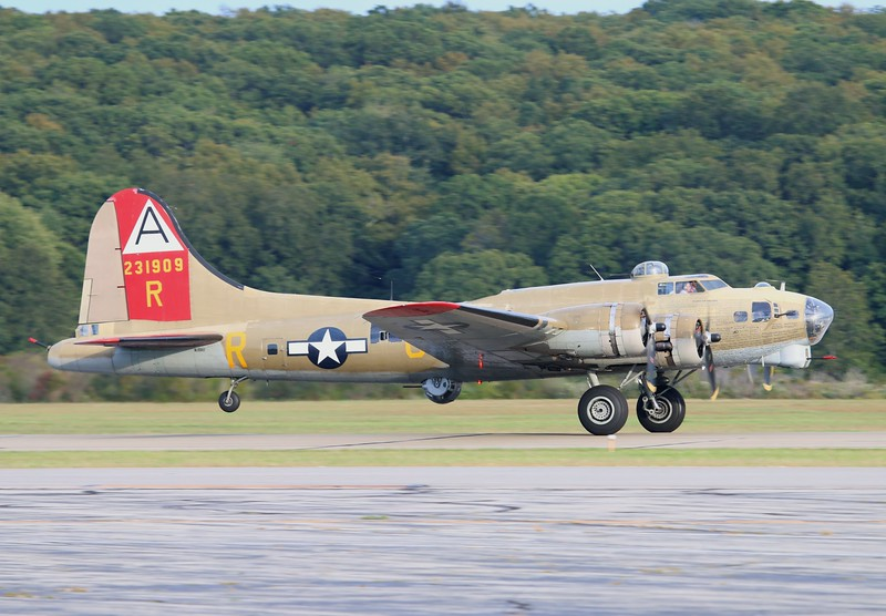 B-17G '909' [NL93012] 44-83575