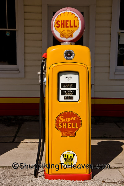 Old Shell Gas Pump, Mount Olive, Illinois