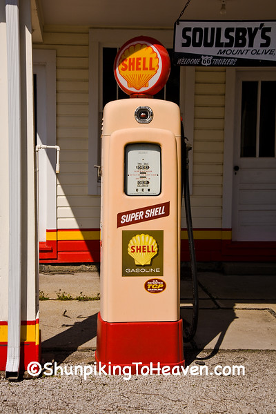 Old Shell Gas Pump, Soulsby's Service Station on Historic Route 66, Mount Olive, Illinois