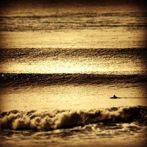 One Surfer, Terra Mar. Toned.