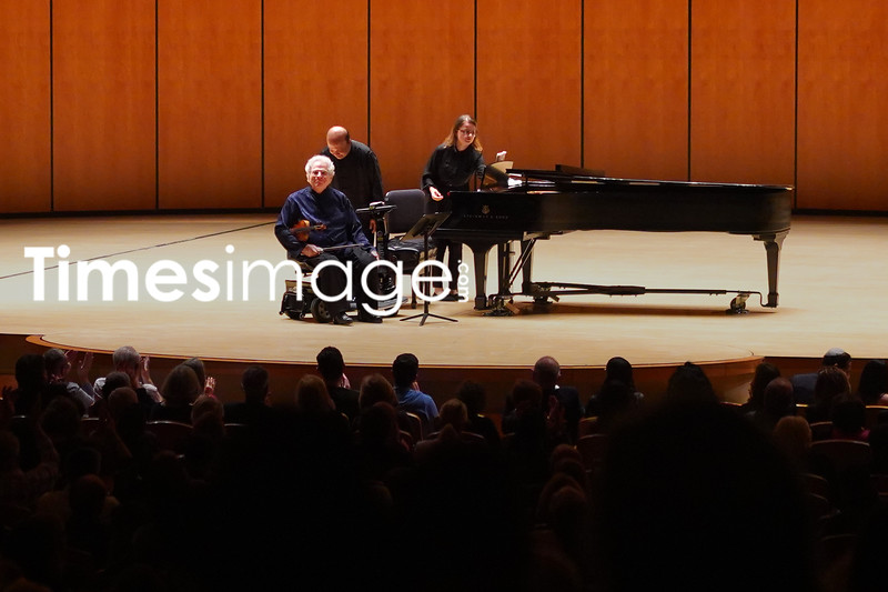 Violinist Itzhak Perlman performs on stage at Arsht Center
