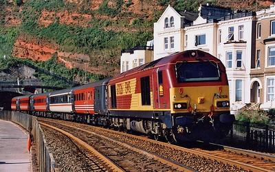 67026 leads 1E99 09:05 Paignton – Newcastle along the sea wall at Dawlish on Saturday 21st August 2004