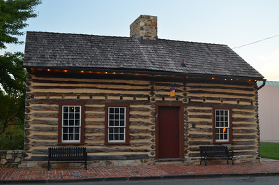 The Log Cabin at the Loudoun Museum