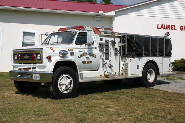Laurel Grove, VA Fire 367 - a 1976 Chevrolet C65/Oren with a 300/1000.  Oren serial number 14910.  Photographed in 2008.