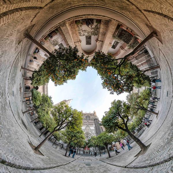Visions-Catedral-de-Sevilla-El-Patio-de-los-Naranjos-1