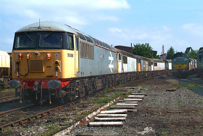 """UKRL's 56098 carries Large Logo Railfreight livery , but no longer its """" Lost Boys 68-88 """" nameplate."""