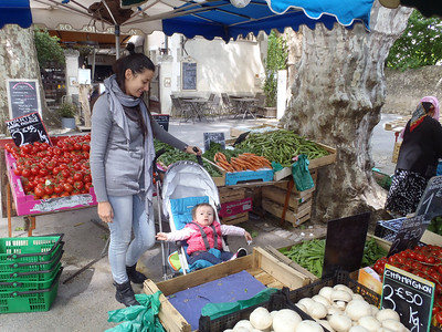 Rita and Celeste Lecompte, Cucuron market