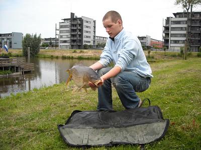 2008-06-14 Alwin en Bas gaan vissen
