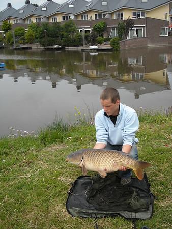 2008-06-21 een goede vangst van Alwin en Vincent