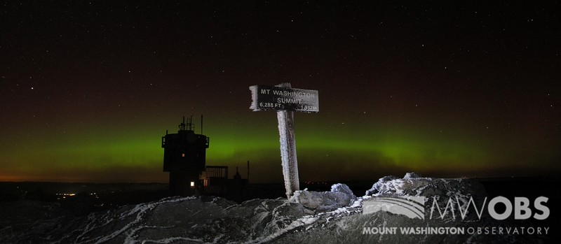 Summit sign with the Northern Lights that occurred in November 2012.