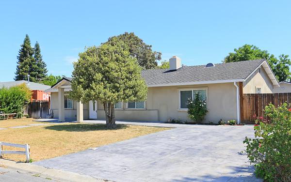 17901 Los Felice Dr Saratoga, CA 95070
