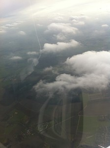 Vliegen boven de wolken
