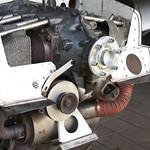 Krukas, startmotor (rechtsonder de krukas) en dynamo (linksonder de krukas)