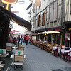 Troyes: Lange straat vol restaurants