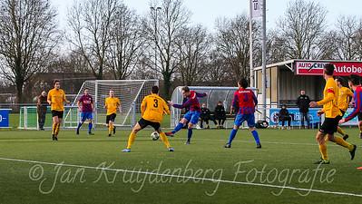 01-02-2020: Voetbal: CSW v DVVA: Wilnis ZATERDAG 2E KLASSE A Keeper Daan Waleson van DVVA red na de inzert van #6 Vincent van Vliet van CSW