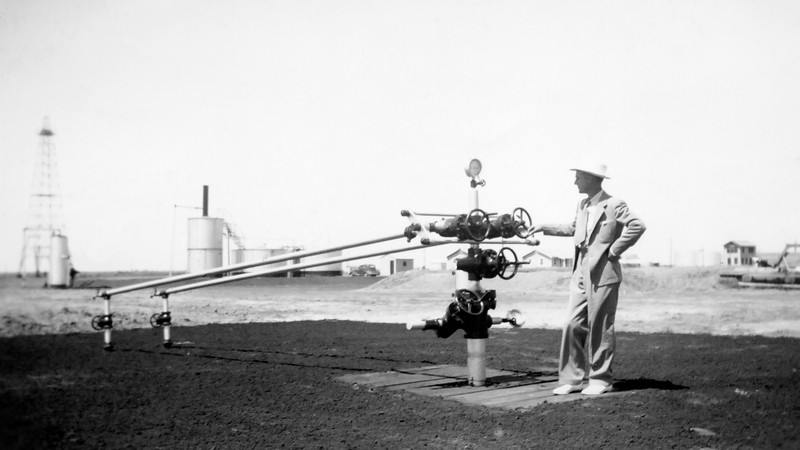 Working Oil Lease in Taft Texas, 1938