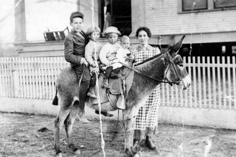 Ruth Pipes with Children, Shreveport La.