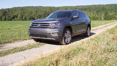 2018 Volkswagen Atlas V6 SEL Premium 4Motion Parked Reel