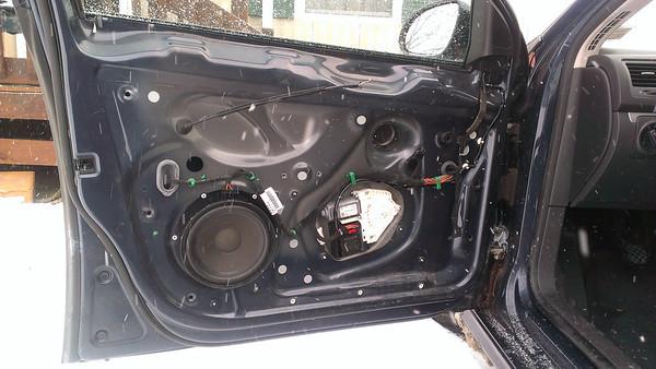 2005 5 Volkswagen Jetta 2 5 MK5 Front Door Speaker