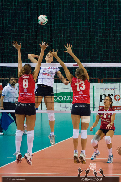 Dushkyevich Yevgeniya attacco, Rinieri Simona e Raffaella Calloni a muro