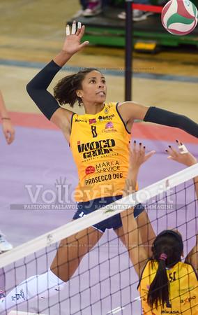 Rachael Alexis ADAMS, attacco