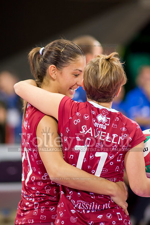 Beatrice PARROCCHIALE, Letizia SAVELLI, abbraccio