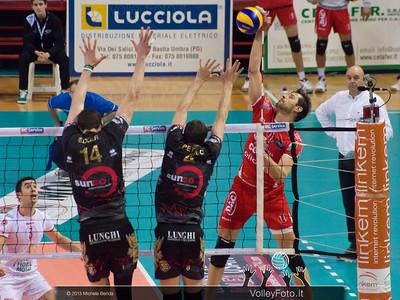 ZLATANOV Hristo (Piacenza) attacca contro Edgar Thomas e Petric Nemanja (Piacenza)