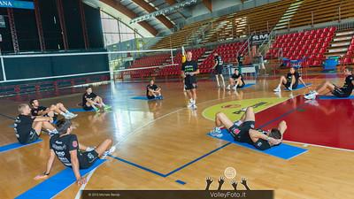Carlo SATI con la squadra per gli esercizi sul tappetino