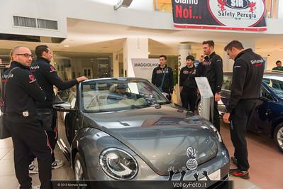 2013.10.14 Presentazione aperitivo presso Autocentro Giustozzi: SIR Safety Banca di Mantignana Perugia (id:_MBD0276)