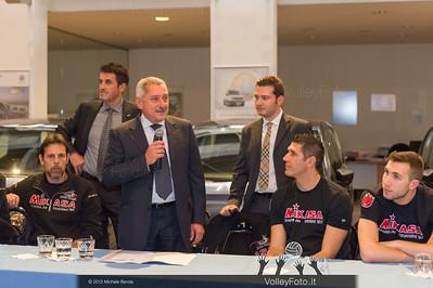2013.10.14 Presentazione aperitivo presso Autocentro Giustozzi: SIR Safety Banca di Mantignana Perugia (id:_MBD0295)